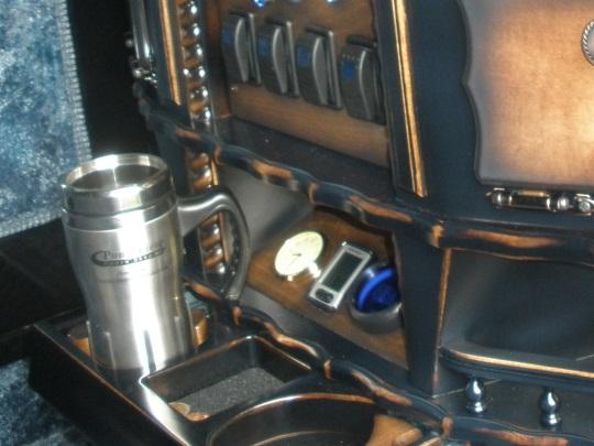 amish-buggy-inside-closeup