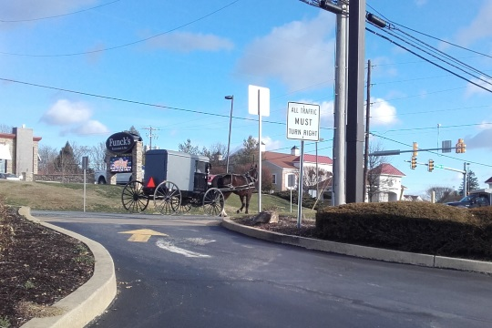 amish-buggy-lancaster-road