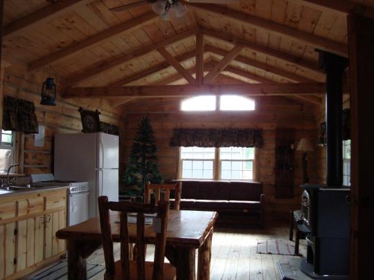 amish-cabin-interior