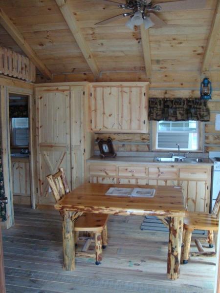amish-cabin-kitchen