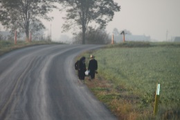 amish-children-standing-by-road