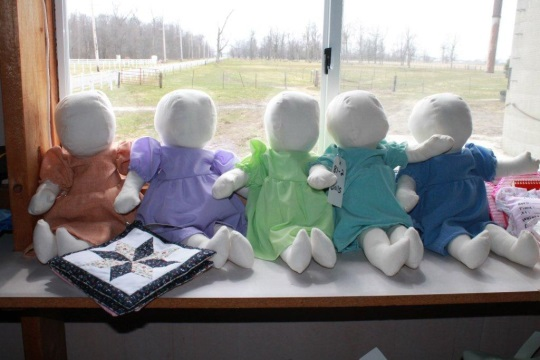 amish-dolls-at-auction
