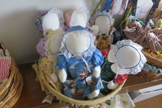 Amish Faceless Dolls