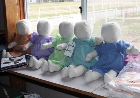 amish-faceless-dolls