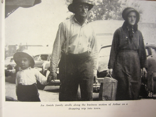 amish-family-shopping-arthur