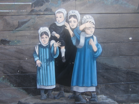 amish-girls-mural