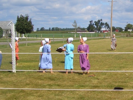 amish-girls-softball-field