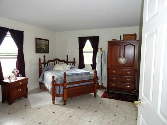 Amish Home Bedroom Ohio