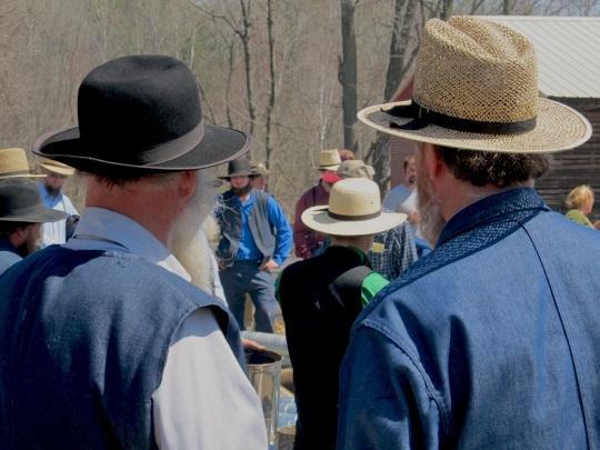 amish-men-at-auction-close-shot