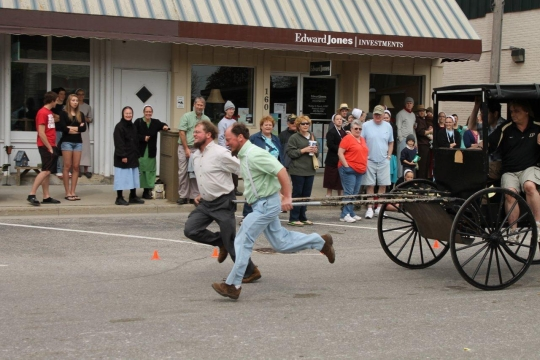 amish-men-racing