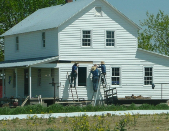 amish men working