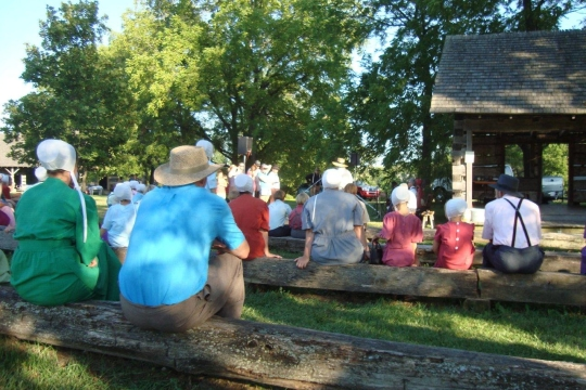 amish-park-benches