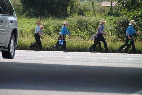 amish-schoolchildren-heading-home