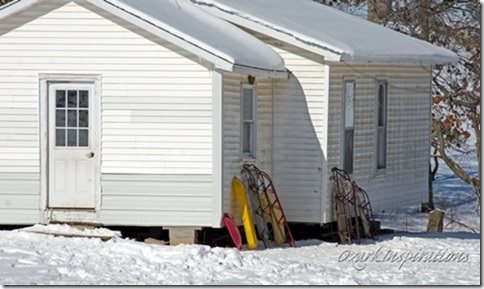 amish-sleds-parked