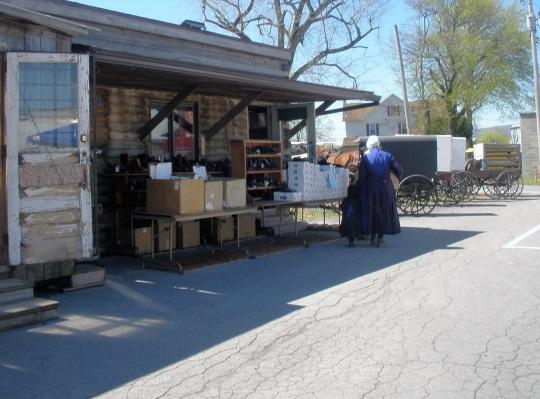 amish-woman-at-shoe-store