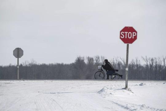amish-woman-scooter-milverton-ontario
