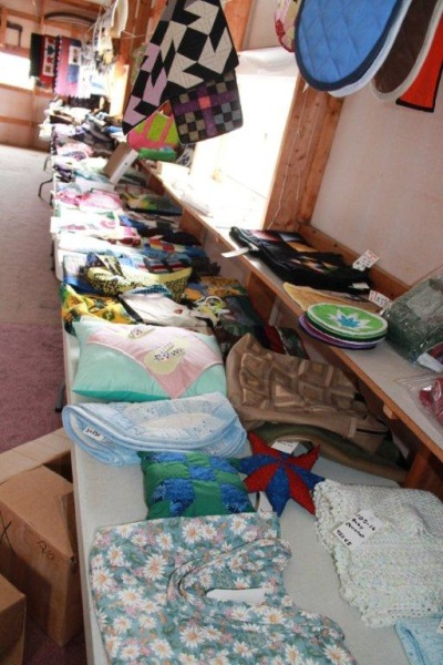 assorted-items-quilt-auction-indiana