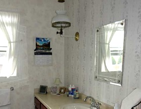 bathroom-interior-amish-owned-house