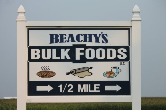beachys-bulk-foods-sign