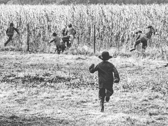 buchanan-co-amish-children-fleeing-1965-photo