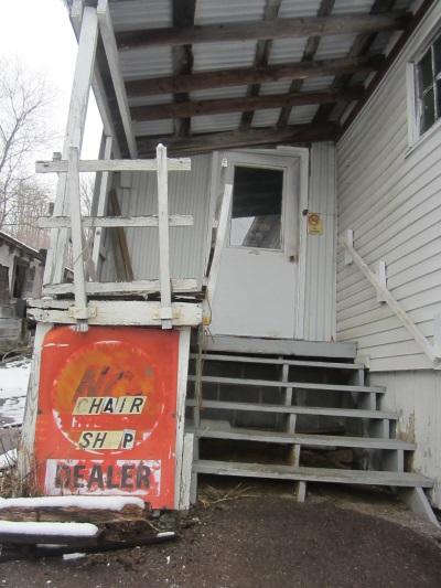 chair-shop-entrance