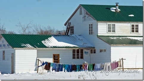 clothesline-in-snow-amish-missouri