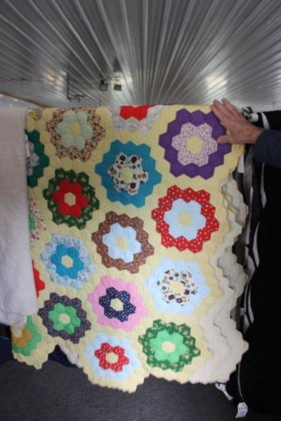 colorful-hexagon-quilt