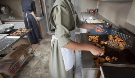 frying-doughnuts-unity-maine-amish