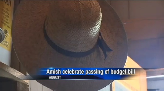 hat-at-ice-cream-social-eau-claire-amish