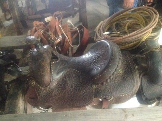 horse-saddle-beeville-amish-auction