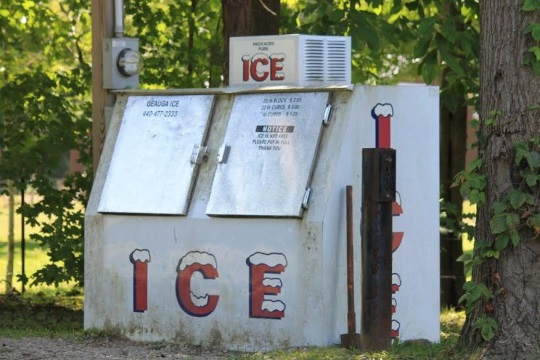 ice-vending-station-amish-ohio