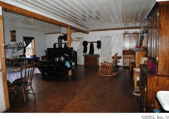 interior-plain-amish-house