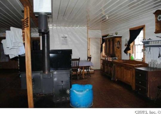 kitchen-area-plain-amish-home