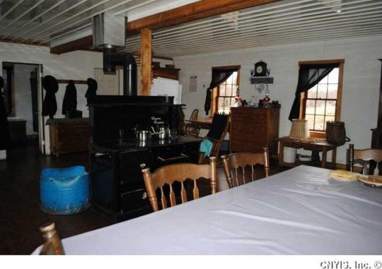 kitchen-table-ny-amish-house