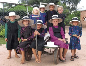 old-colony-mennonite-girls-bolivia