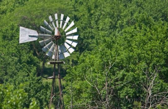 windmill-amish-farm-missouri